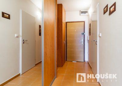 Prodej bytu Petrovice - Předsíň
