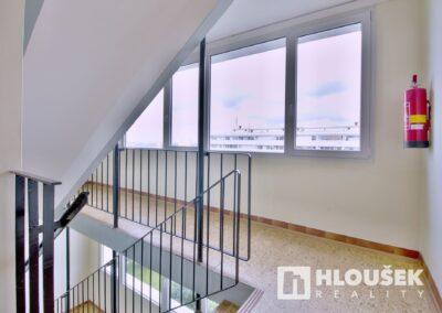 Prodej bytu 1+1/L na Lhotce v Praze 4 - shodiště
