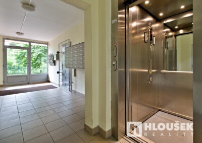 Prodej bytu 1+1/L na Lhotce v Praze 4 - výtah