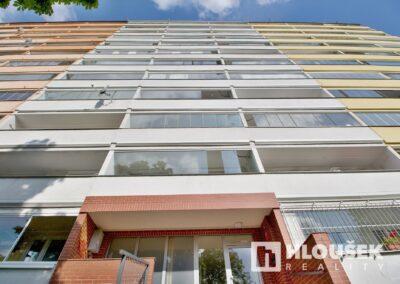 Prodej bytu 1+1/L na Lhotce v Praze 4 - pohled na dům