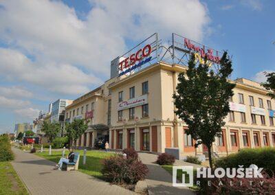 Prodej bytu 1+1/L na Lhotce v Praze 4 - Novodvorská Plaza