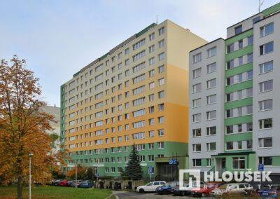 byt 2+kk, Praha 4 - Chodov, ul. Augustinova - dům z ulice Augustinova