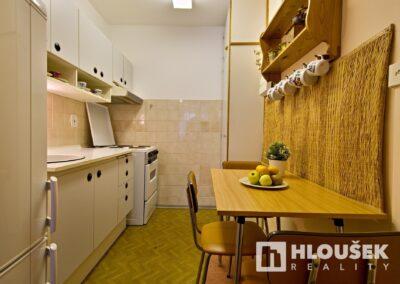 byt 2+kk, Praha 4 - Chodov, ul. Augustinova - kuchyňský kout s plynovým sporákem